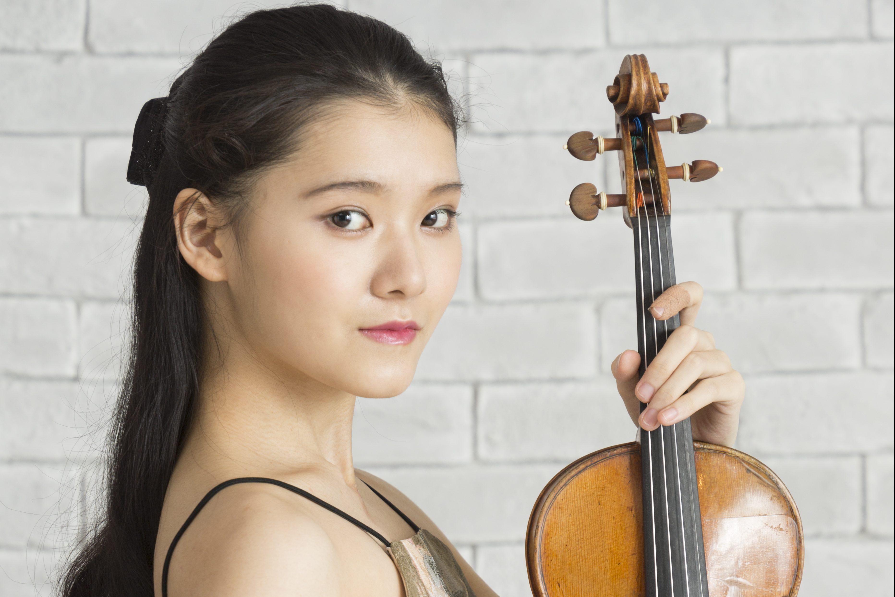 Moné Hattori performs at Mie Bunka Kaikan