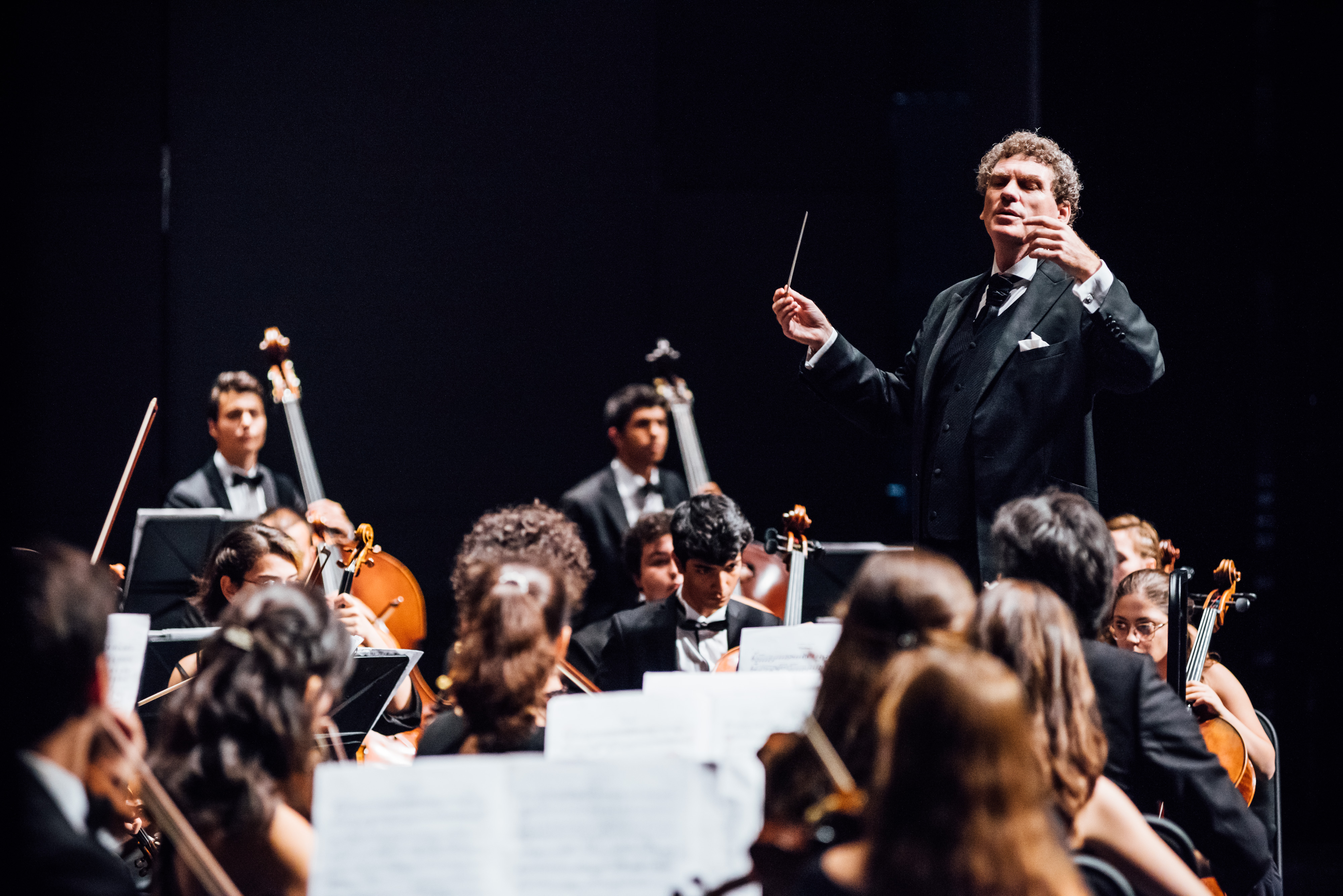 Cem Mansur on tour with the Turkish National Youth Philharmonic